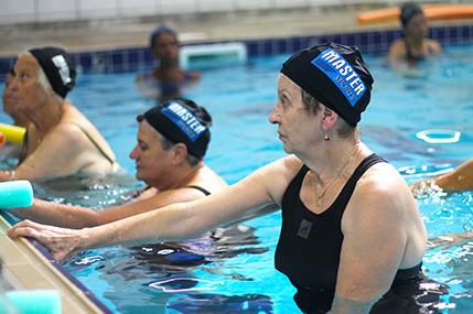 Aula de natação para adultos